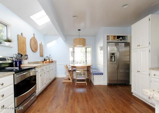 17 Oval Kitchen