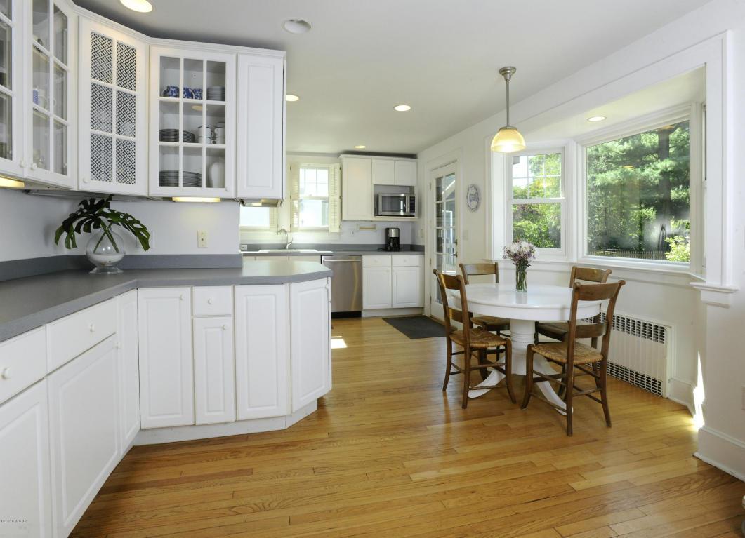 34 Oval Kitchen